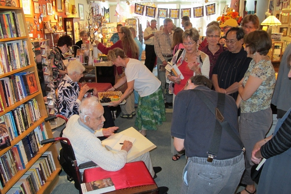 Huston Smith signed books for the crowd at Sagrada bookstore, Oakland, CA. Photo by BF Newhall.