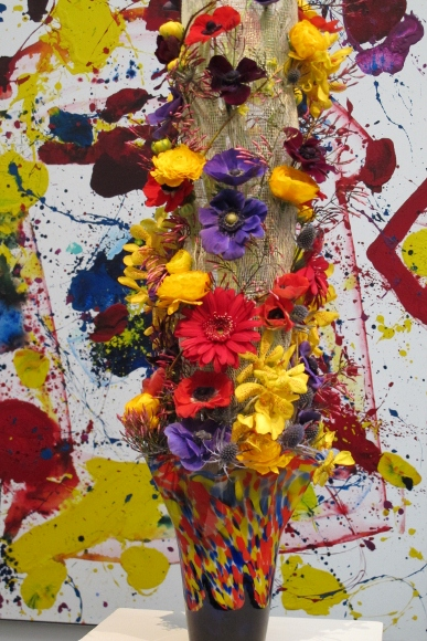 "kaori imaizumi of Blooming Floral Design designed a colorful bouquet for Sam Franis's ""Helios"" 1986 at de Young museum Bouquets to Art Show. Photo by BF Newhall"