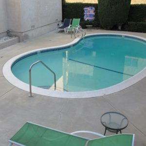 A kidney shaped pool in a Los Angeles apartment complex. Photo by bf newhall