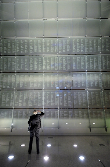 Memorial to journalists killed in the line of duty at the Newseum in Washington, D.C, bears the names of thousands of journalists. Photo by Sam Kittner/Newseum
