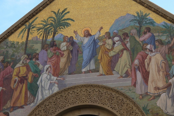 Large mosaic outside Stanford Memorial Church, Stanford Universitiy, California, depicts Jesus teaching the people. Photo by Barbara Newhall